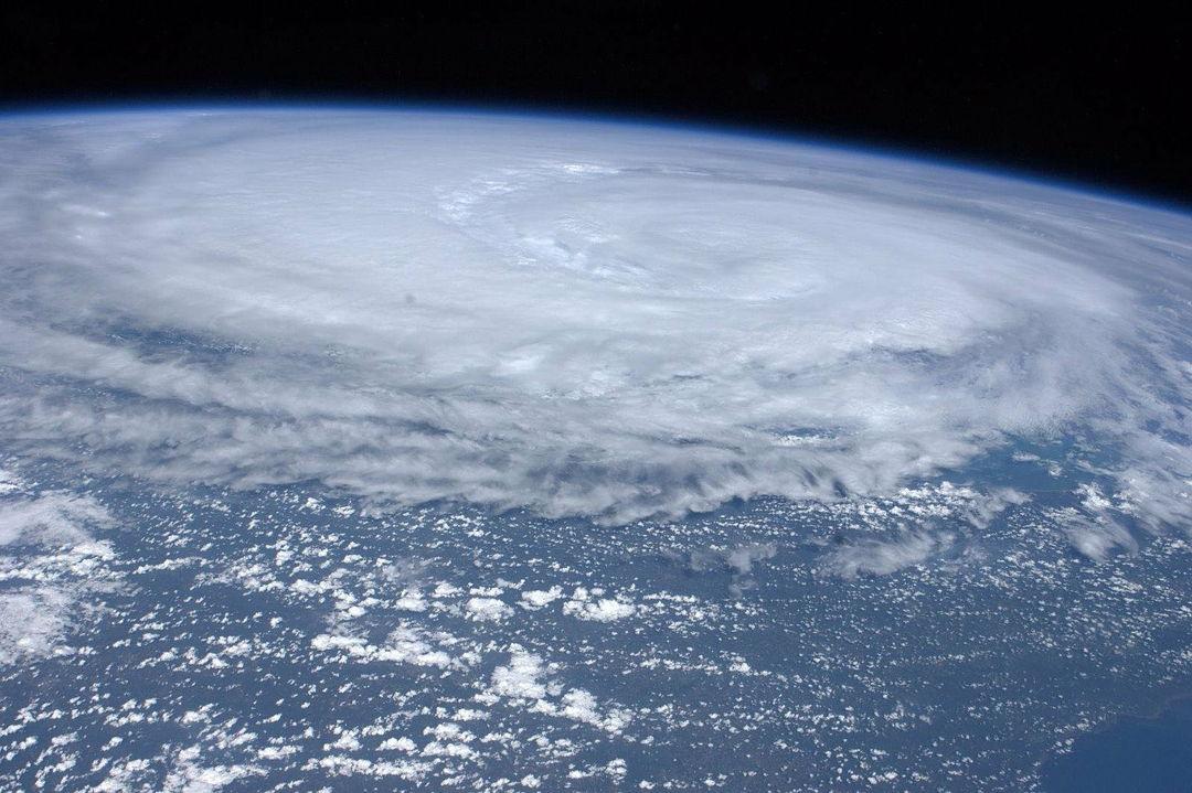 badai dari luar angkasa