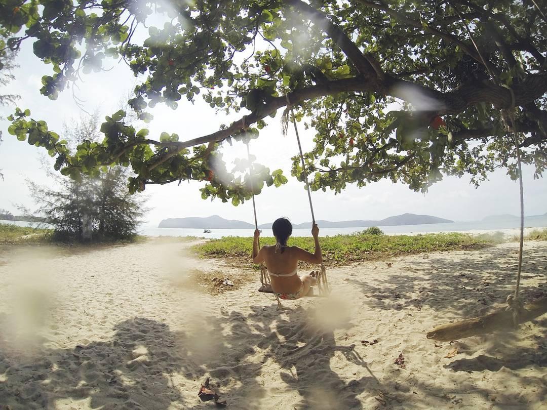 bermain di hutan pantai