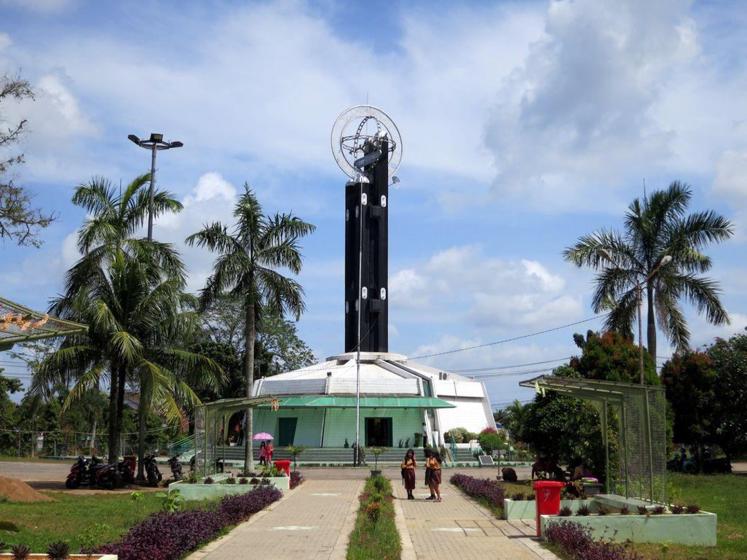 monumen khatulistiwa pontianak