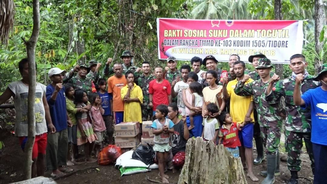 suku togutil bersama TNI