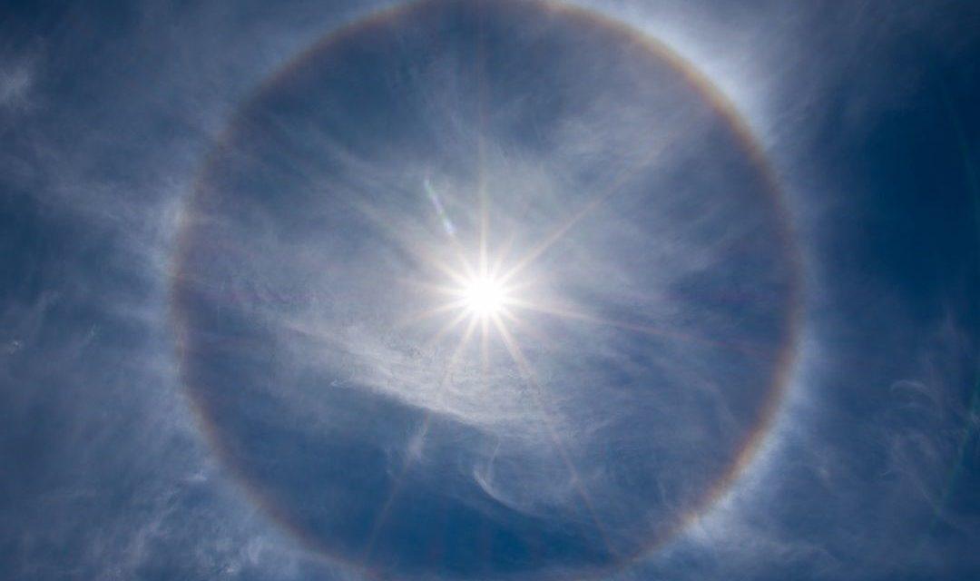 Fenomena Optis Halo Matahari – Penyebab & Prosesnya