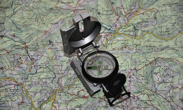 Pengertian Kompas, Jenis, Komponen, Cara Kerja dan Penggunaannya