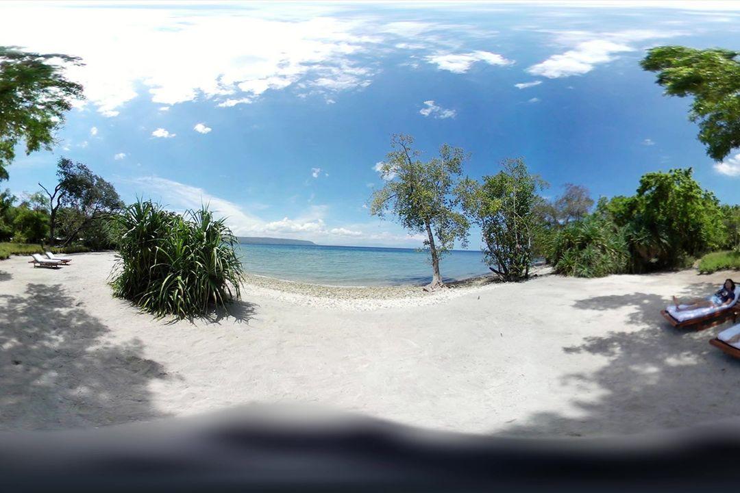 pantai pulau moyo