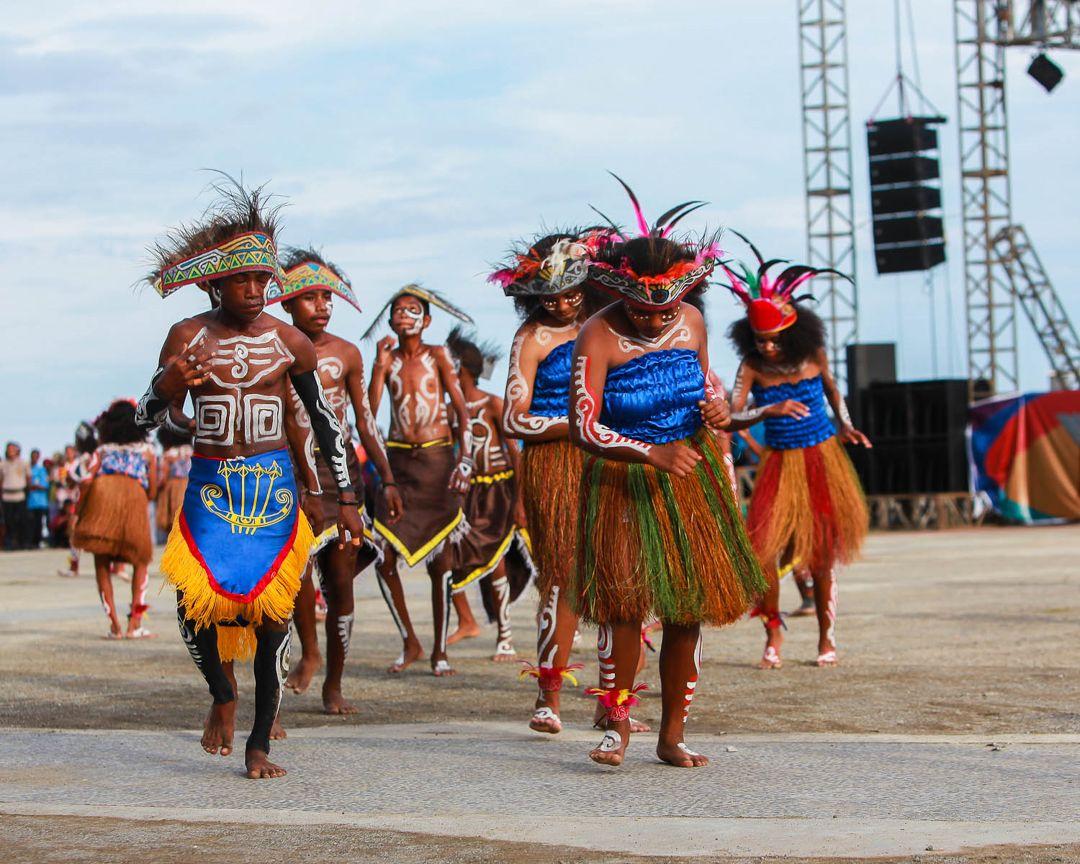 Keunikan Pakaian Adat Ewer Papua Barat - Baju Adat Tradisional
