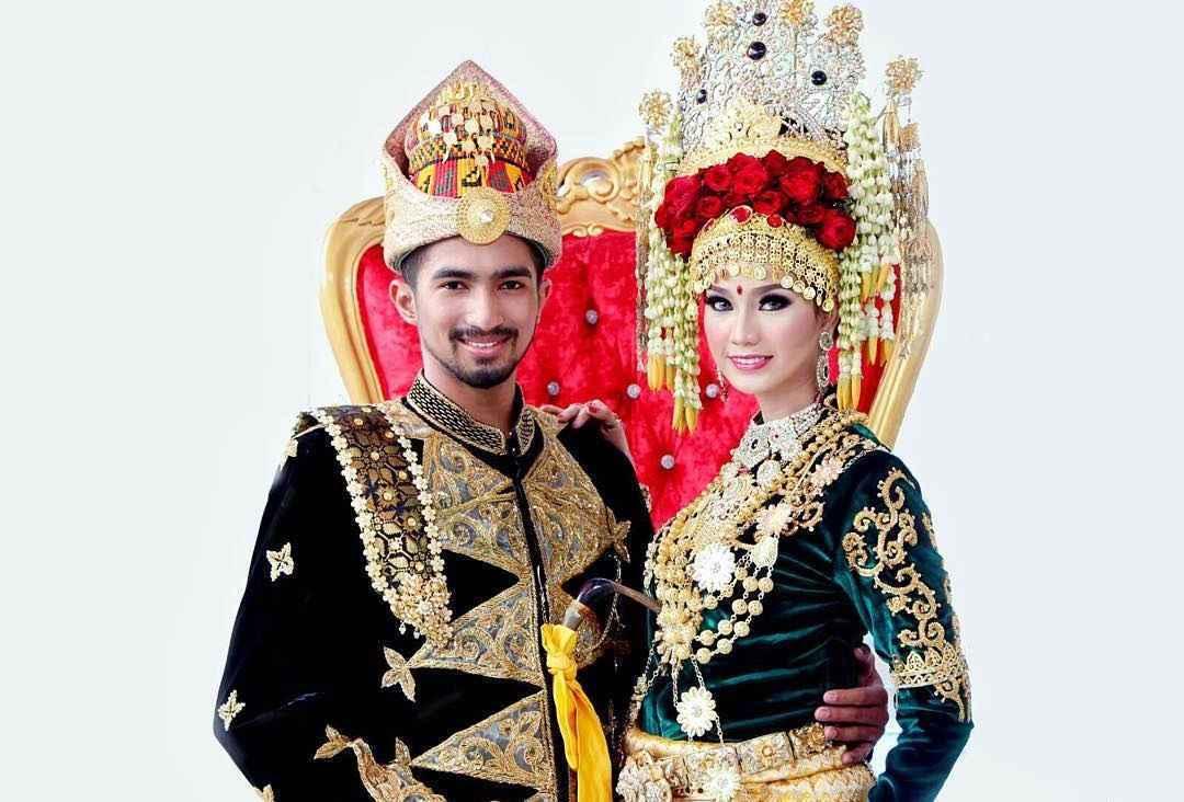 Foto Baju Adat Daerah Di Indonesia 34 Pakaian Adat Tradisional Seluruh Indonesia Lengkap Gambar