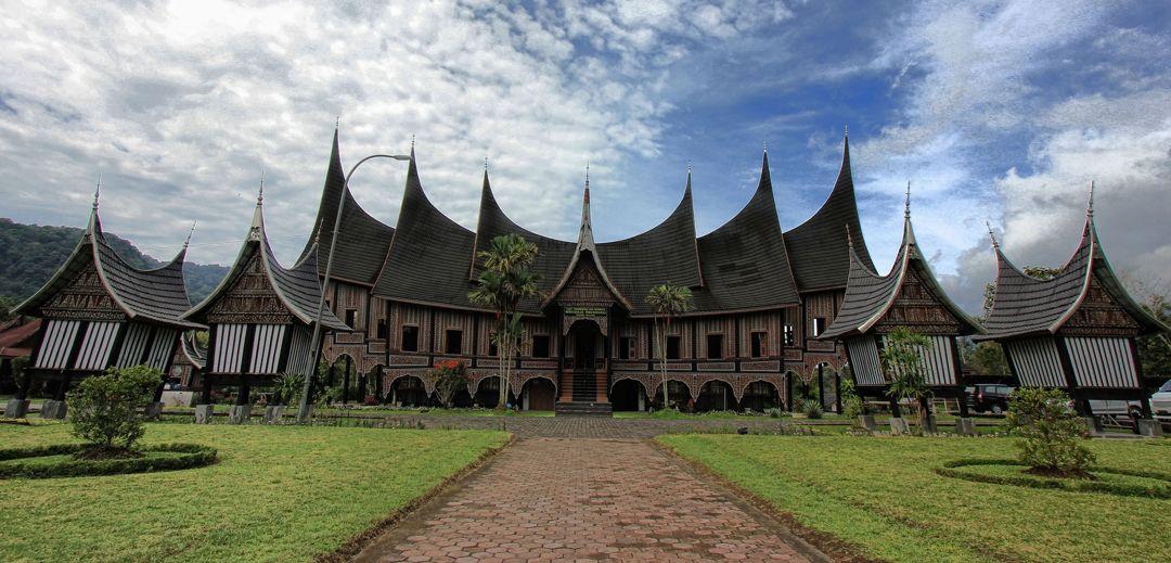 7 Rumah Adat Sumatera Barat Jenis Rumah Gadang Minangkabau Keunikan Gambar Penjelasan