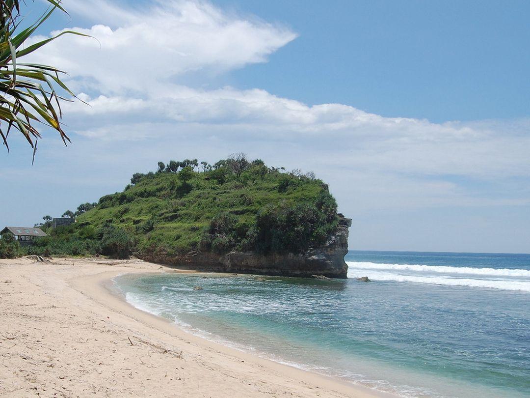 bukit pantai sundak