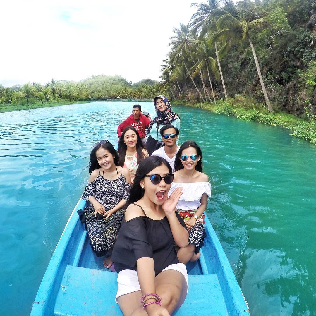 perahu sungai maron