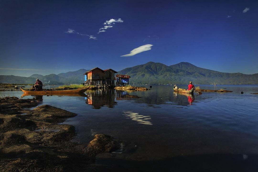 rumah apung danau