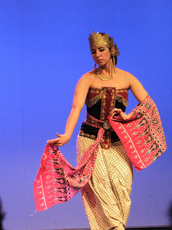 penari serimpi