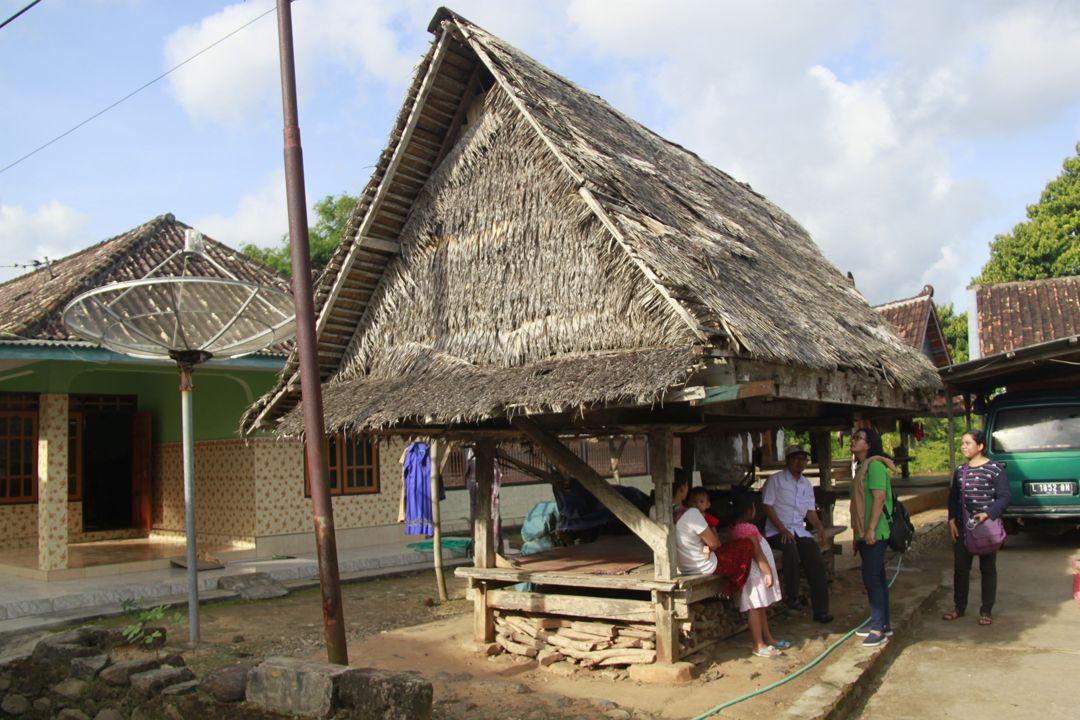 Rumah Adat Dhurung