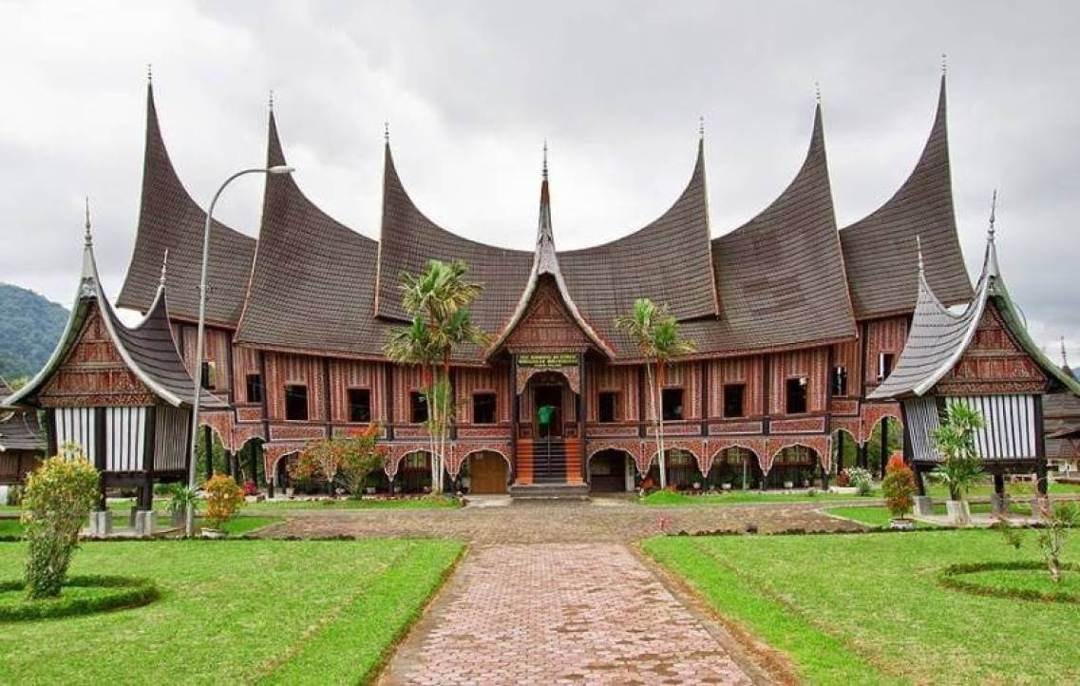 Rumah Gonjong Anam