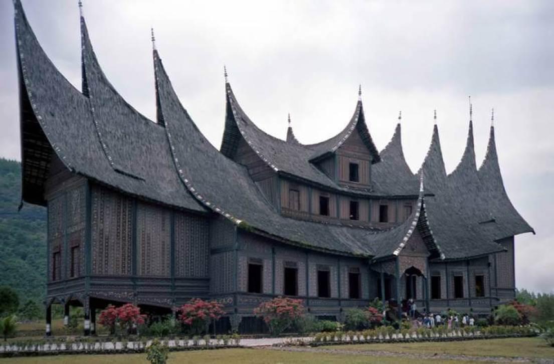 Rumah Gonjong Sibak Baju