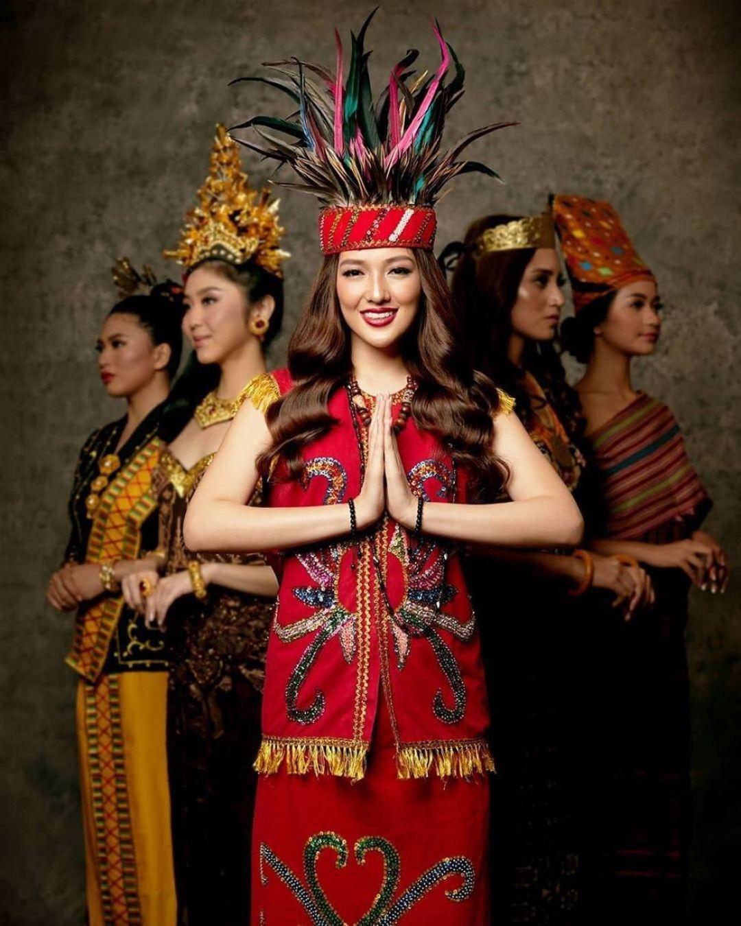 pakaian tradisional kalimantan barat