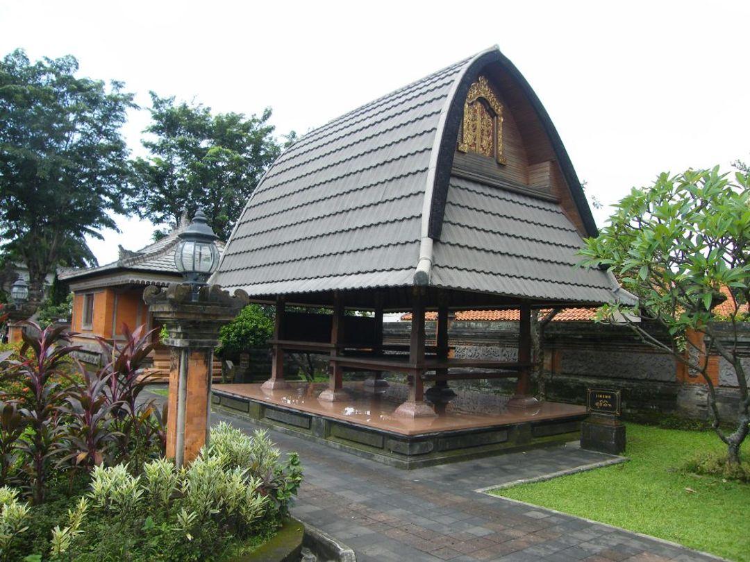 Rumah Adat Jineng