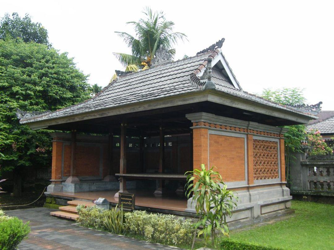 Rumah Adat Pawaregan